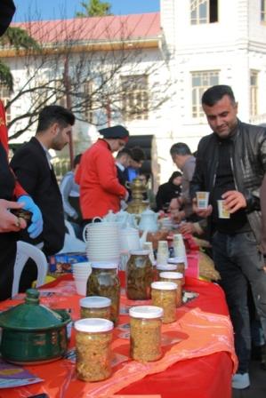 بازارچه غذا به مناسبت روز رشت در پیاده راه فرهنگی شهدای ذهاب رشت /گزارش تصویری