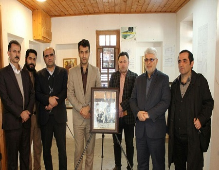 برپایی نمایشگاه عکس انقلاب اسلامی در خانه میرزا