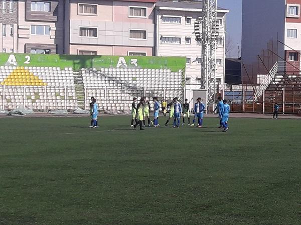 تیم فوتبال نونهالان (زیر۱۴سال) شهرداری رشت با نتیجه پرگل ۳برصفر تیم ذوب آهن اردبیل راشکست داد